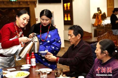 """Xining: Das tibetische Neujahrsfest der """"Zugvogeleinwohner"""""""