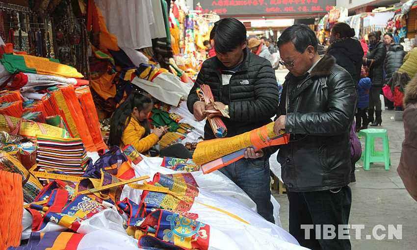 Neue Kaufkanäle von Neujahrsartikeln in Tibet