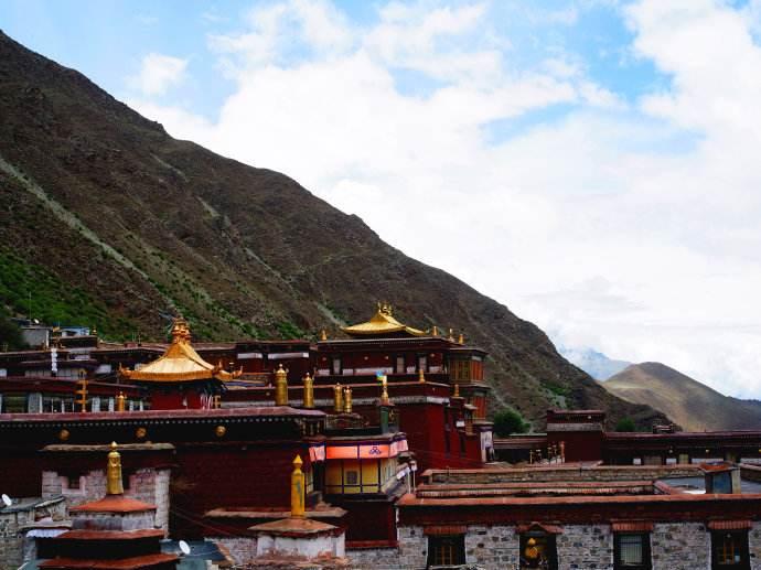 庄严:全力推动宗教和睦佛事和顺寺庙和谐