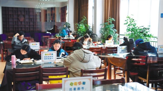 Lhasa residents prefer reading during holiday