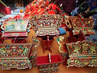 热闹的西藏年货市场