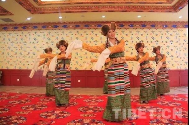 日喀则民族艺术团走进中国藏语系高级佛学院
