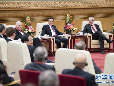 Li Keqiang trifft ausländische Experten