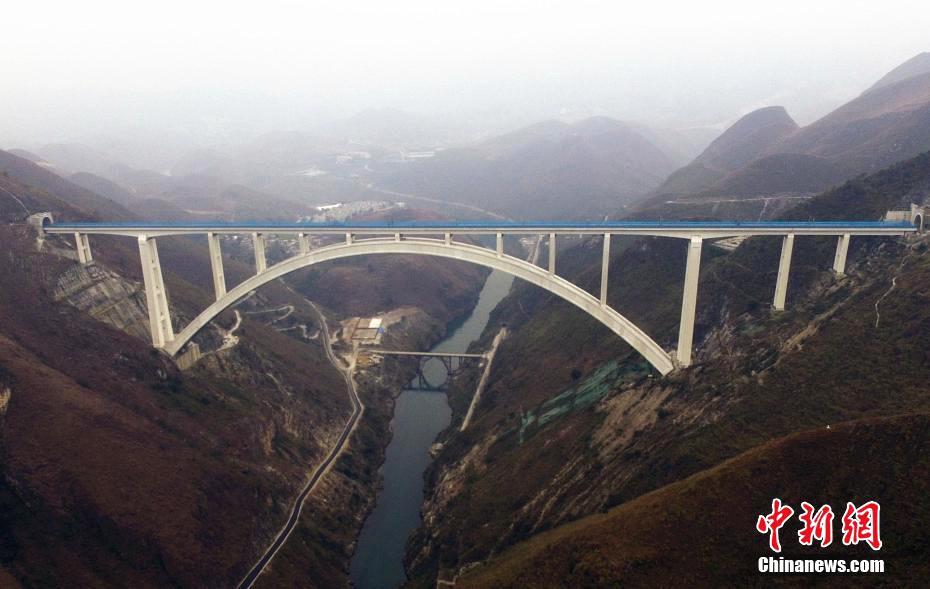 Neue Stahlbetonbrücke stellt Rekord auf