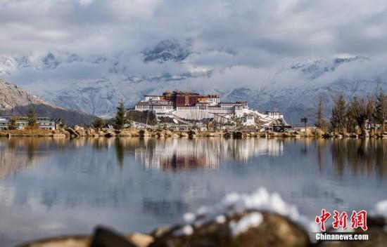 Frühlingsschnee in Lhasa sorgt für bezaubernde Landschaft