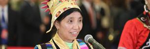 Tibetische Vertreterin: Zum Einkauf in Yumai kann man QR-Code scannen