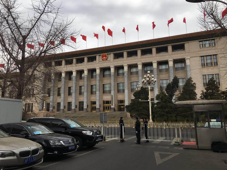 直击:全国政协十三届一次会议闭幕会  委员通道直播