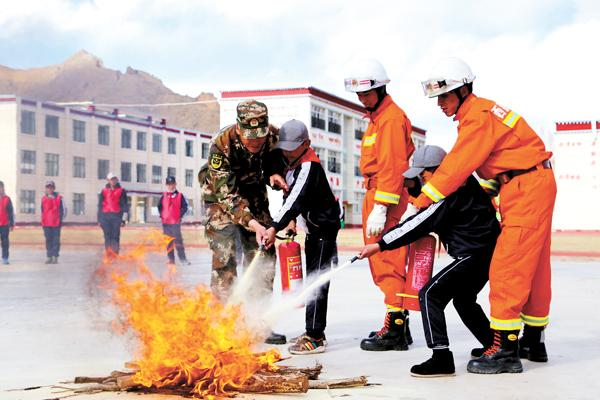 Tibet: Brandschutz kommt am ersten Tag in die Schule