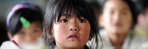 Lhasa kümmert sich um zurückgelassene Kinder
