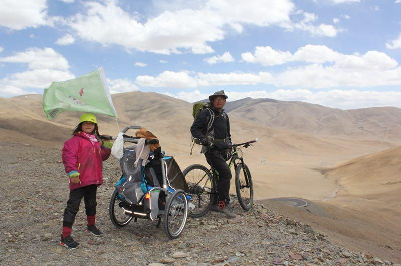 Vater und 4-jährige Tochter radeln durch China