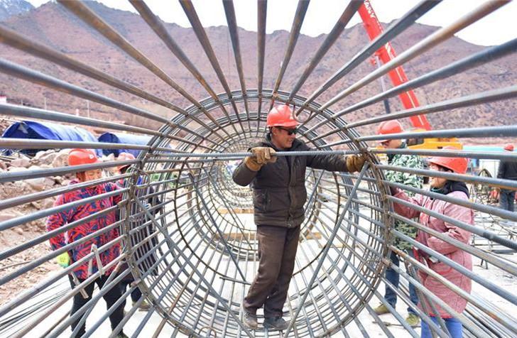 Erste hochgradige Straße Chamdos in Tibet wird gebaut