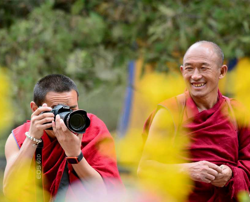 Monks take test on laws and regulations in Tibet