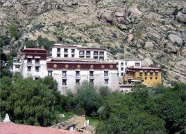 西藏各大寺院僧人参加普法考试