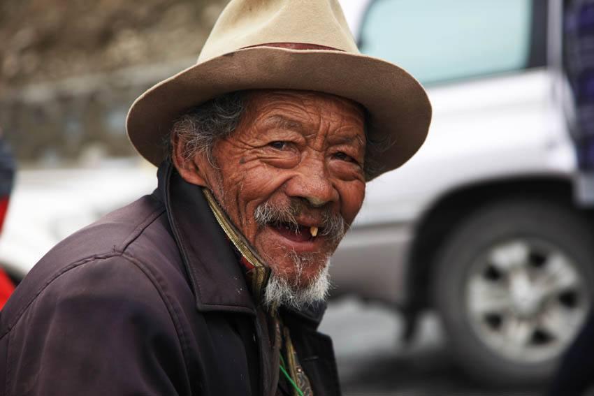 Senior Kelzang Wangdu erzählt vom historischen Wandel