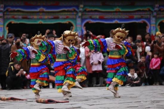 Kumbum-Kloster in Qinghai veranstaltet Tanzzeremonie