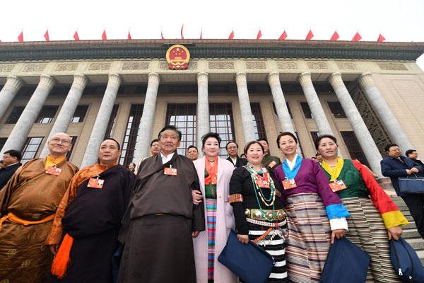 Stimmen der NVK-Abgeordneten und PKKCV-Mitglieder aus Tibet