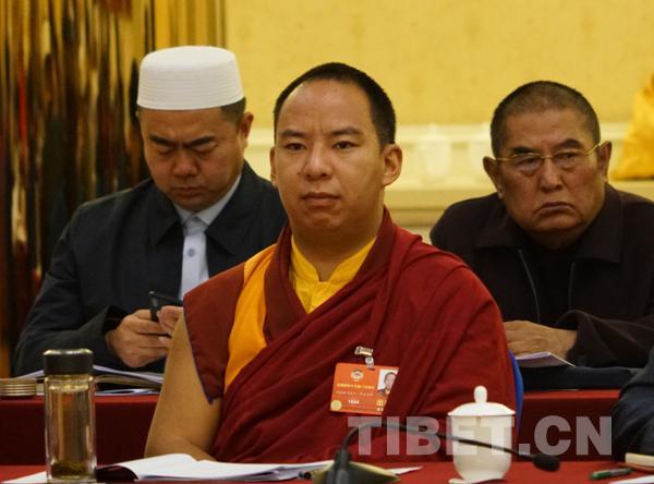 PKKCV-Mitglieder aus religiösem Bereich überprüfen den Bericht des Ständigen Ausschusses