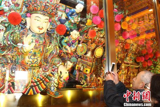 Tibetan Buddhism holy land to build a cultural tour