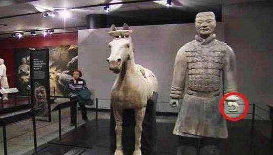 Beschädigter Terrakotta-Krieger zurück in China