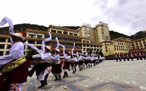 Ngawa: 1000-Mann-Guozhuang-Wettbewerb