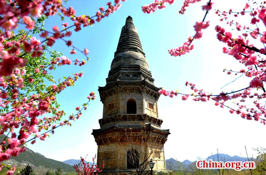 Frühlingsszenerie im Yunju Tempel in Beijing