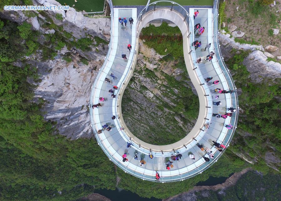 Transparente hufeisenförmige Auslegerbrücke in Chongqing