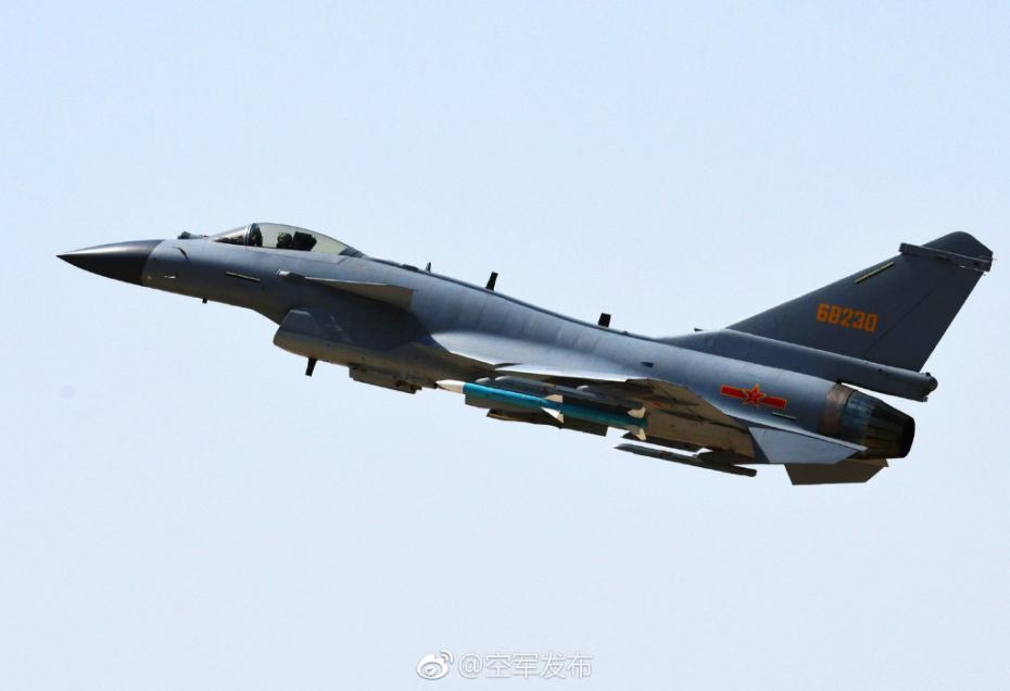 Chinas Kampfjet J-10C ist einsatzbereit