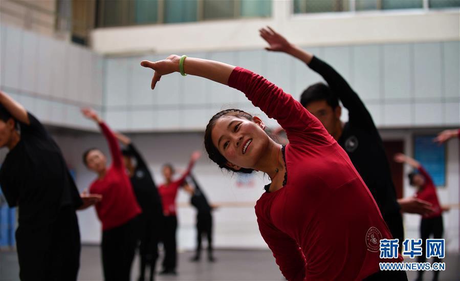 Tibet provides free training for folk art troupes