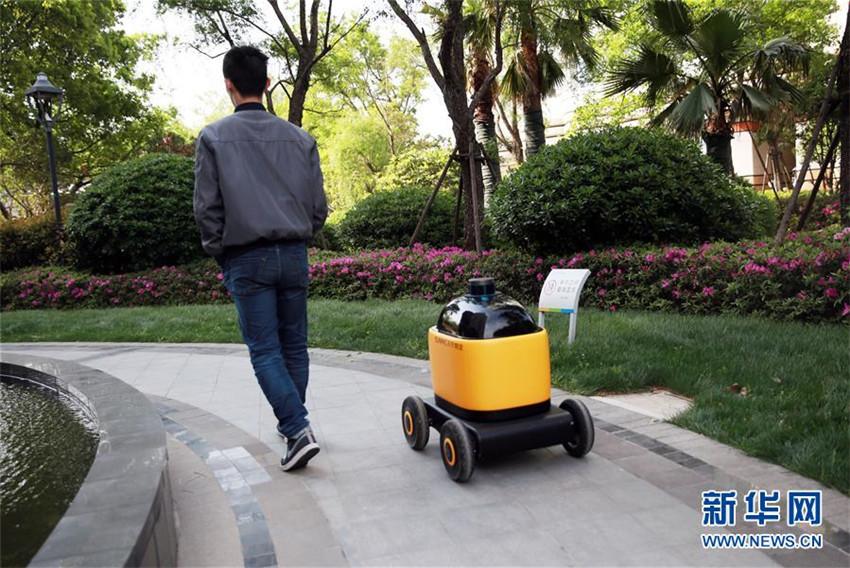 Unbemannter Lieferwagen in Pilotgemeinde von Nanjing eingesetzt
