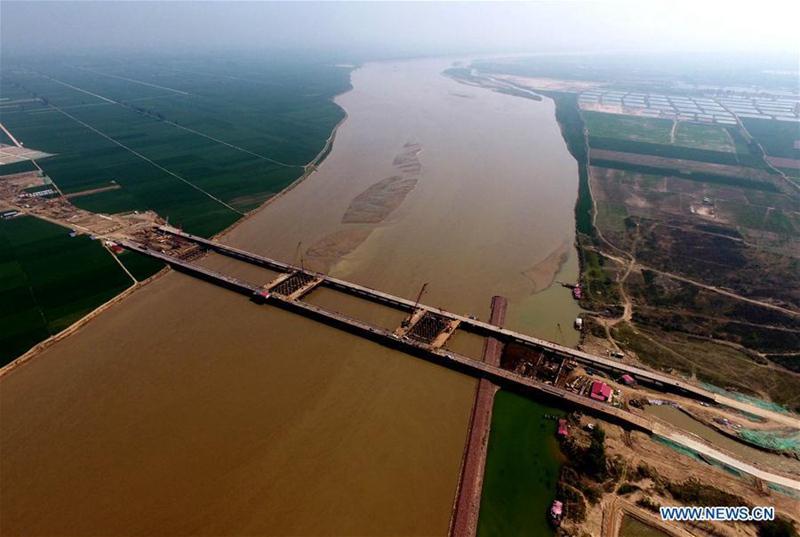Bau der Brücke über den Gelben Fluss