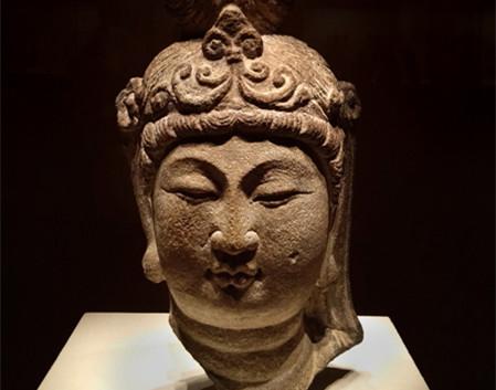 Antike Buddha-Statuen in Beijing ausgestellt