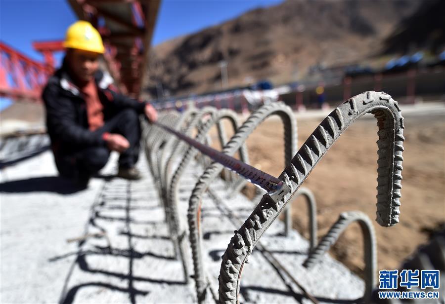 Trägerinstallation hochqualitativer Straße von Lhasa nach Nagqu