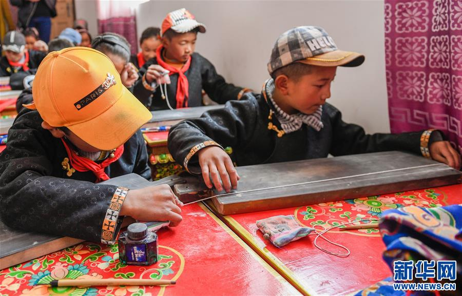 Tibetan writing paid attention in elementary schools
