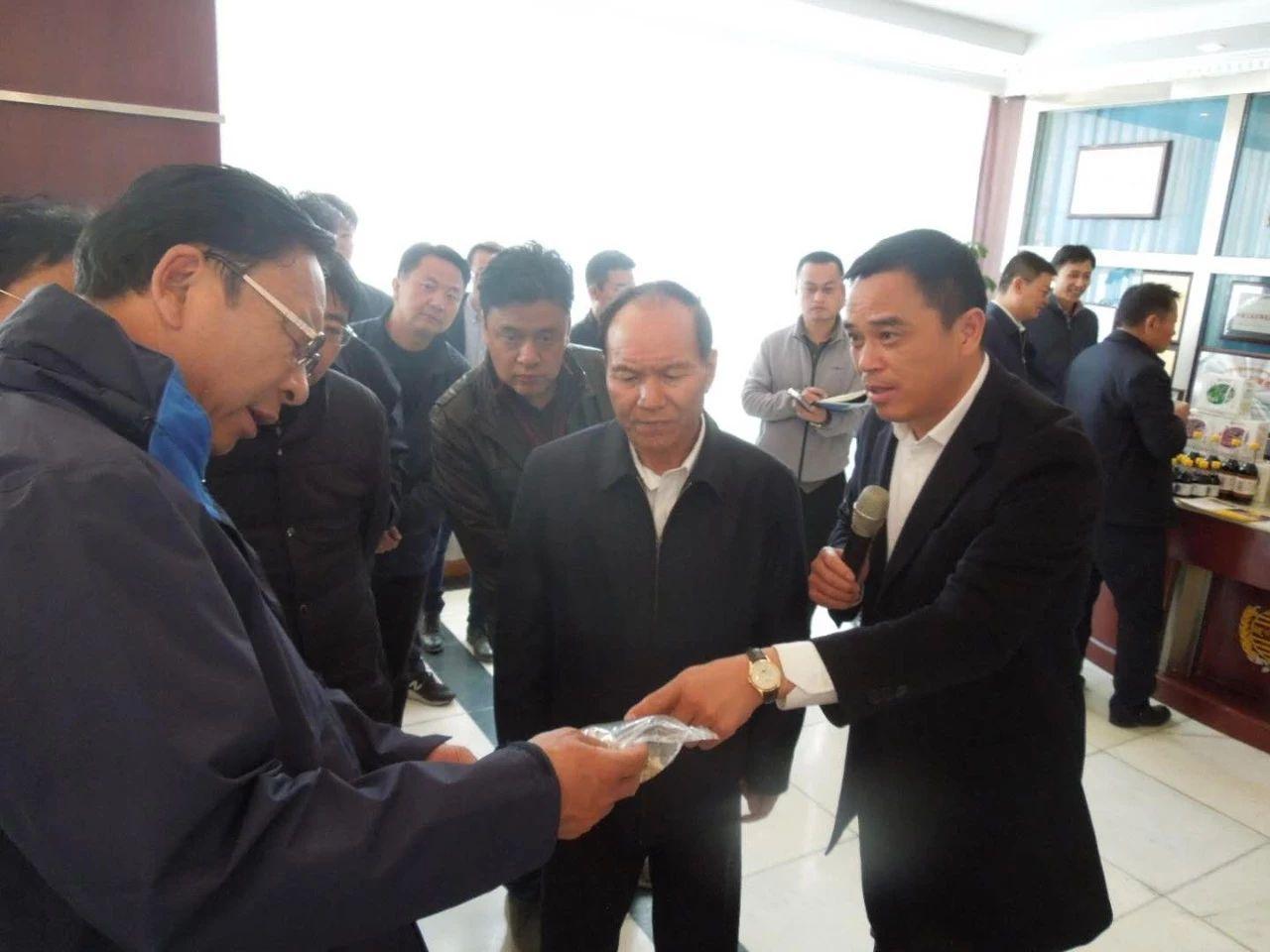 齐扎拉在西藏藏缘青稞科技公司调研