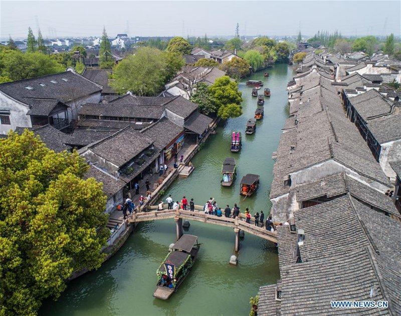 Tempelmesse in der historischen Stadt Wuzhen