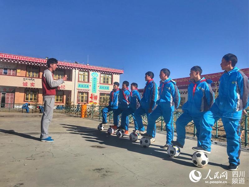 Litang in Sichuan: Ländliche Kinderpaläste kommen über 7000 Jugendlichen zugute