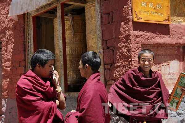 Mönch in Qinghai über sein glückliches Leben
