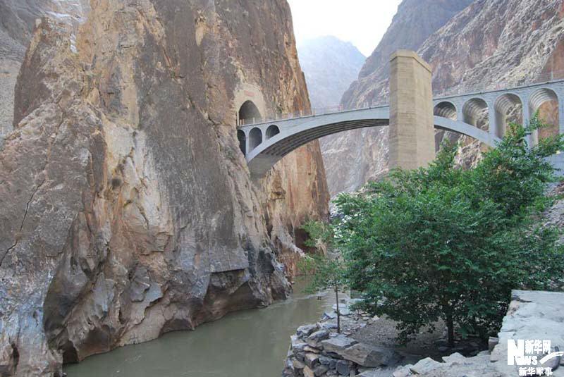 Eine Straße verbindet Tibet mit der Welt