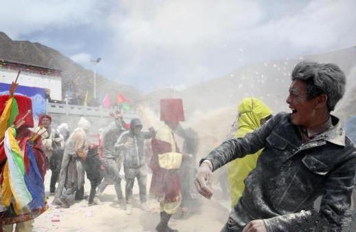 Tsampa-Karneval in Qinghai