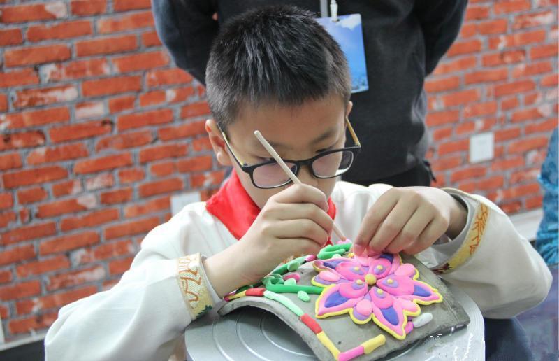 Gemeinde Li: Volksbräuche der Tibeter und Qiang werden an Schulen praktiziert
