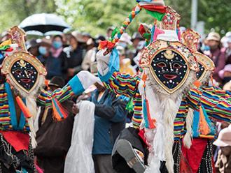 西藏布达拉宫脚下赏藏戏