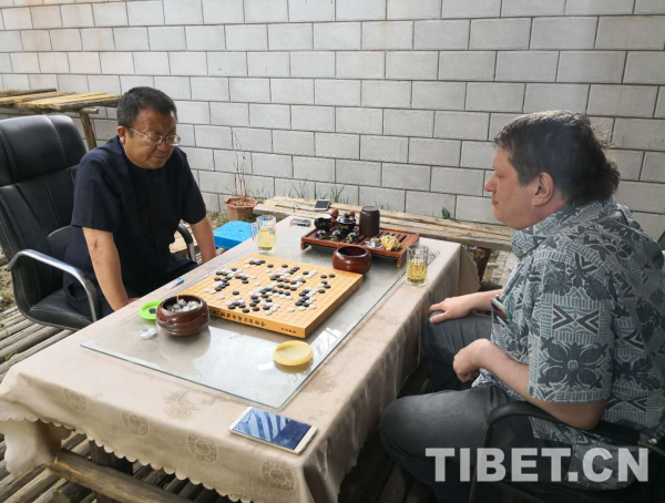 Chinesisches und amerikanisches Go treffen sich in Lhasa