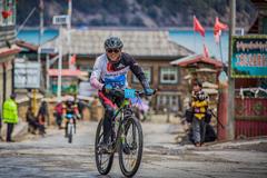 国内海拔最高的环湖自行车赛开赛