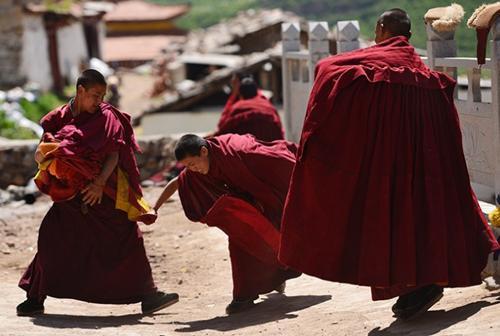 Kurs jugendlicher Rinpoches im unteren Tantra-Kolleg des Jokhang-Tempels