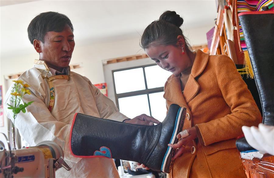 Bainang: Wo Tibetische Stiefel zum Wohlstand führen