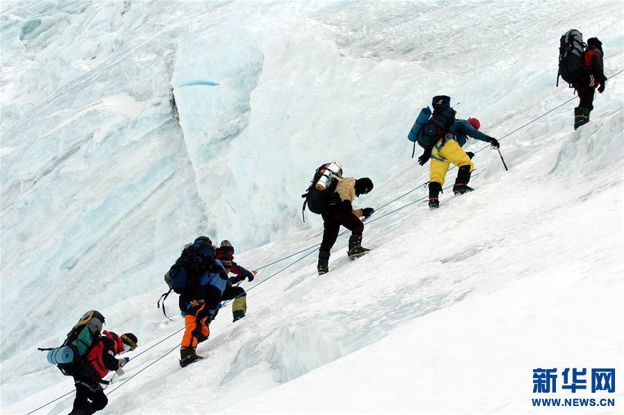 Mysteriöse Bindung zwischen chinesischen Bergsteigern und dem Qomolangma