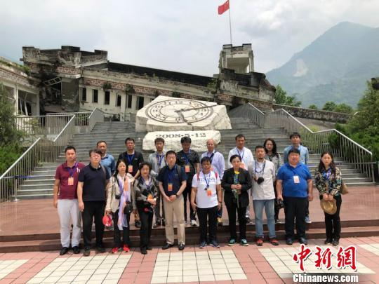 Chinesischsprachige Medien aus Übersee besuchen Wenchuan