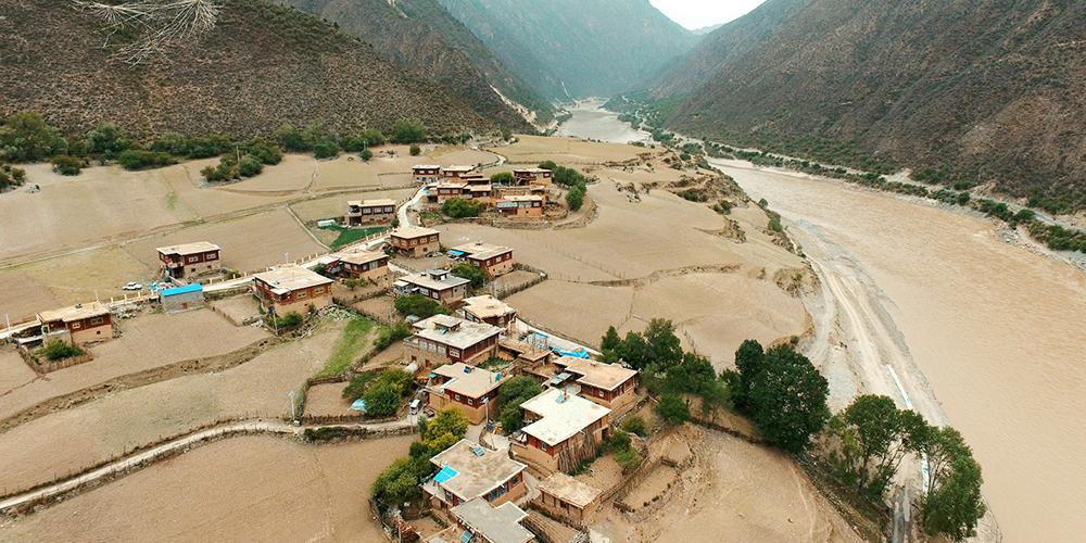 航拍西藏和平解放第一村