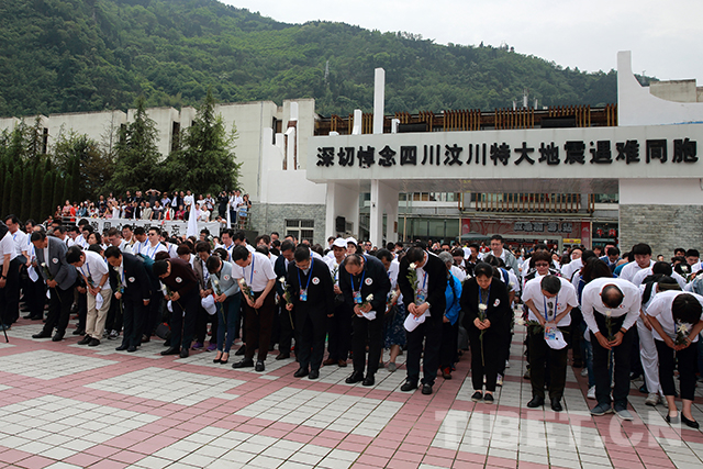 Volunteers hold memorial for victims of Wenchuan Earthquake