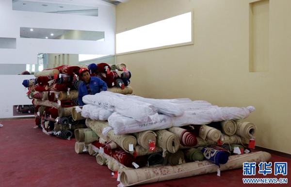 Tibetische Teppiche fliegen in gewöhnliche Haushalte